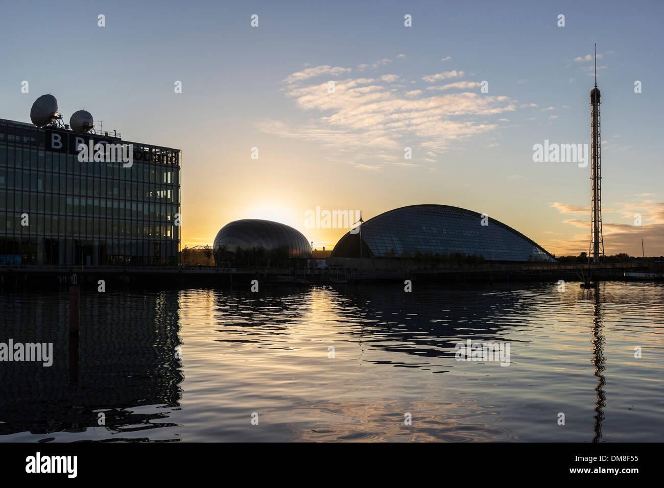 Une partie de la zone Pacifique Quay de Glasgow quayside montrant BBC Scotland et le Glasgow Science Centre Banque D'Images