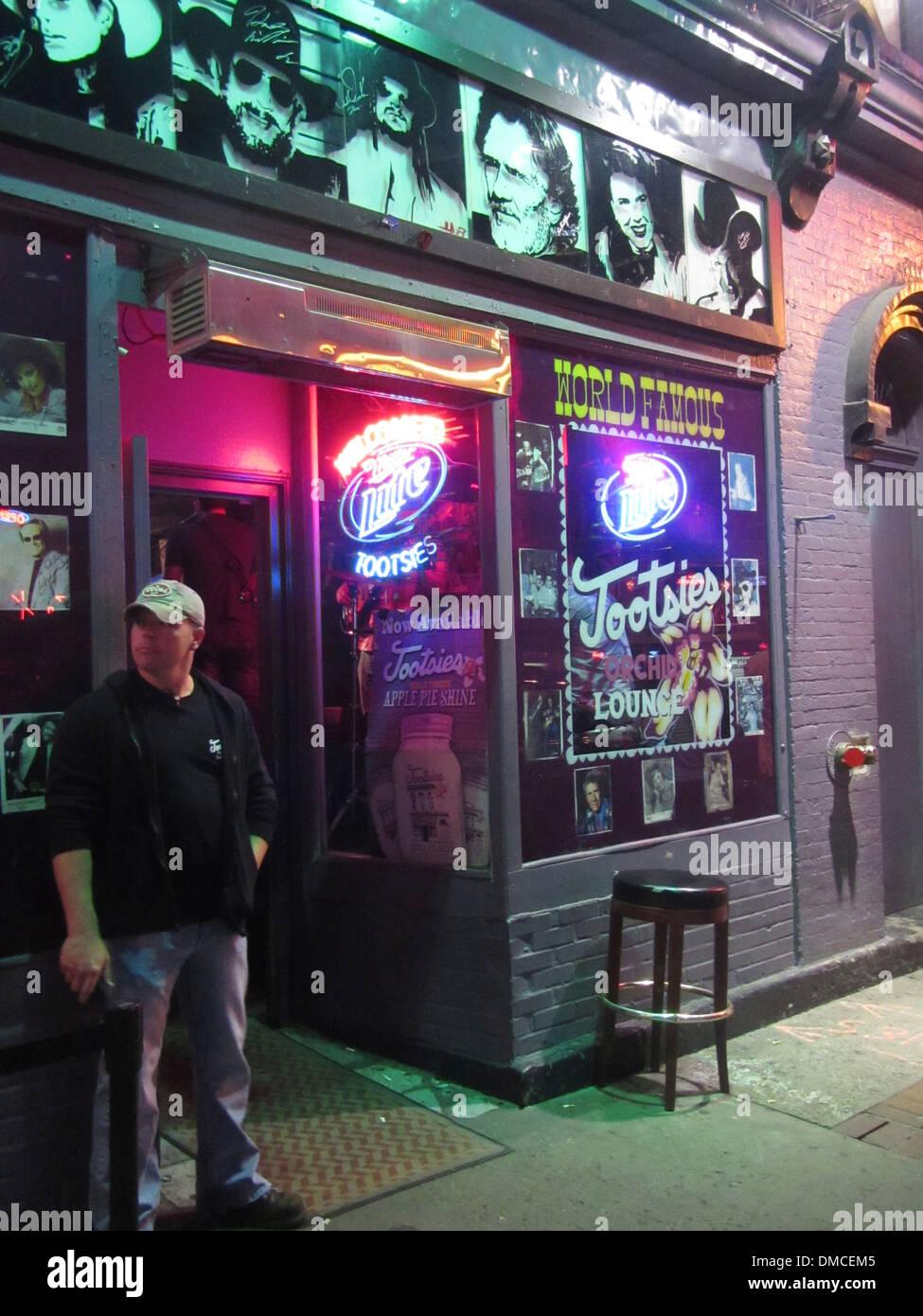 Et extérieur de videur de Tootsie Orchid Lounge, un célèbre Honky Tonk bar à Broadway dans le centre de Nashville au Tennessee. Photo Stock