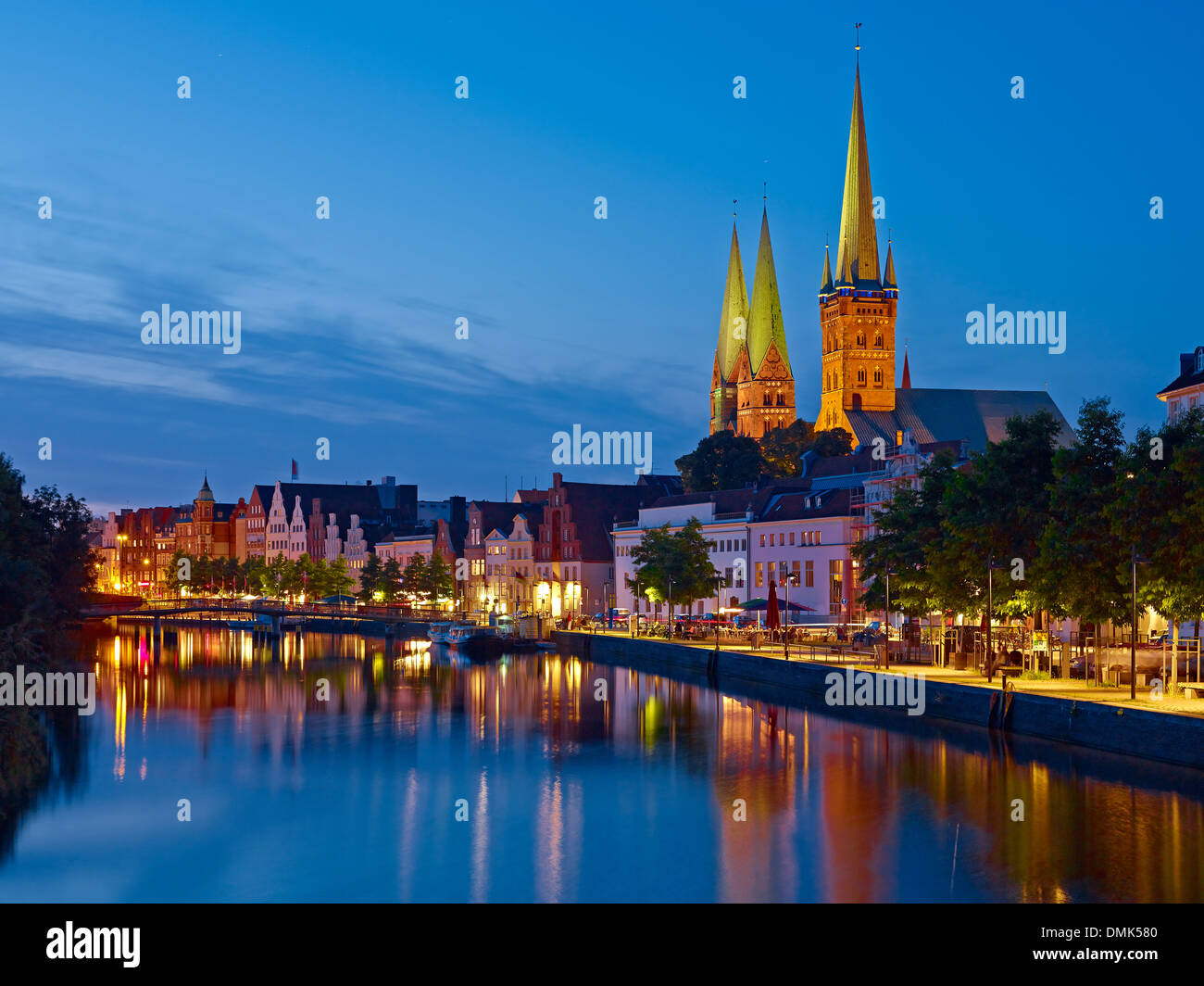 Vue de Obertrave avec St Davids de Lübeck et de Saint Peters Church, Lübeck, Schleswig-Holstein, Allemagne Photo Stock