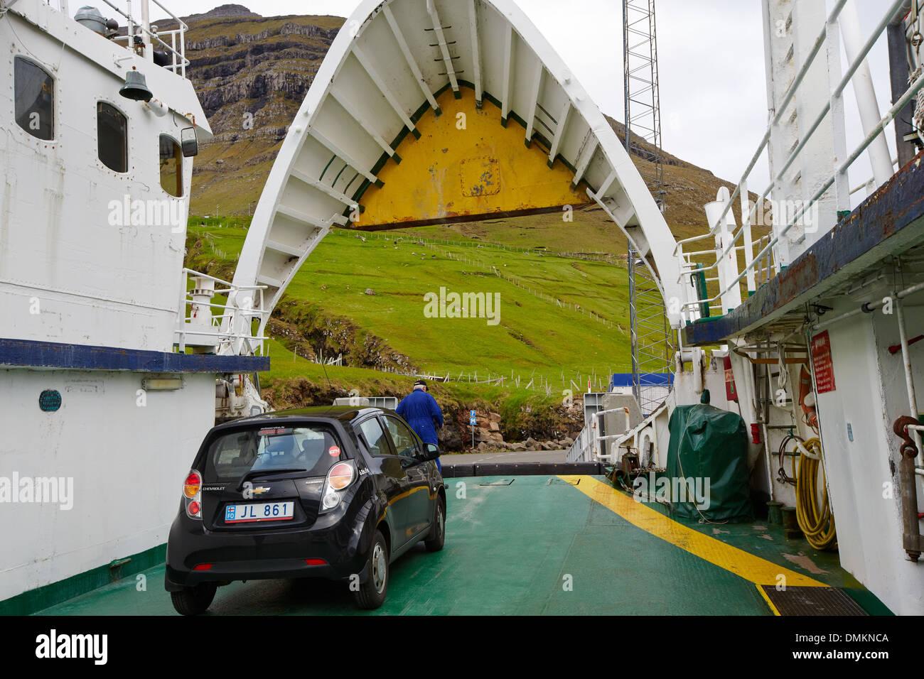 M/F Sam Ferry pour l'Île Kalsoy, Îles Féroé Photo Stock