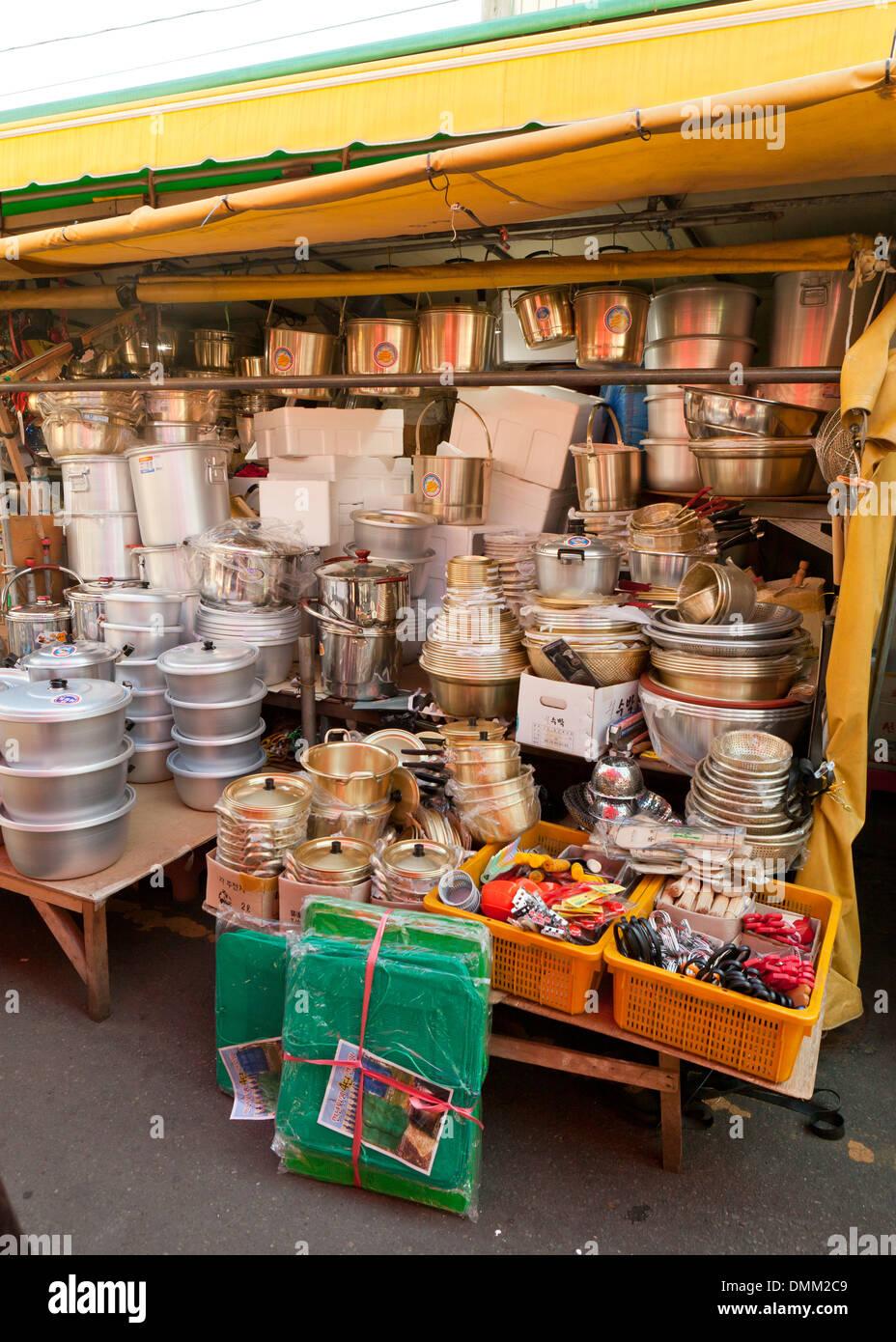 Magasin de cuisine à shijang Jagalchi marché plein air (traditionnel) - Busan, Corée du Sud Photo Stock