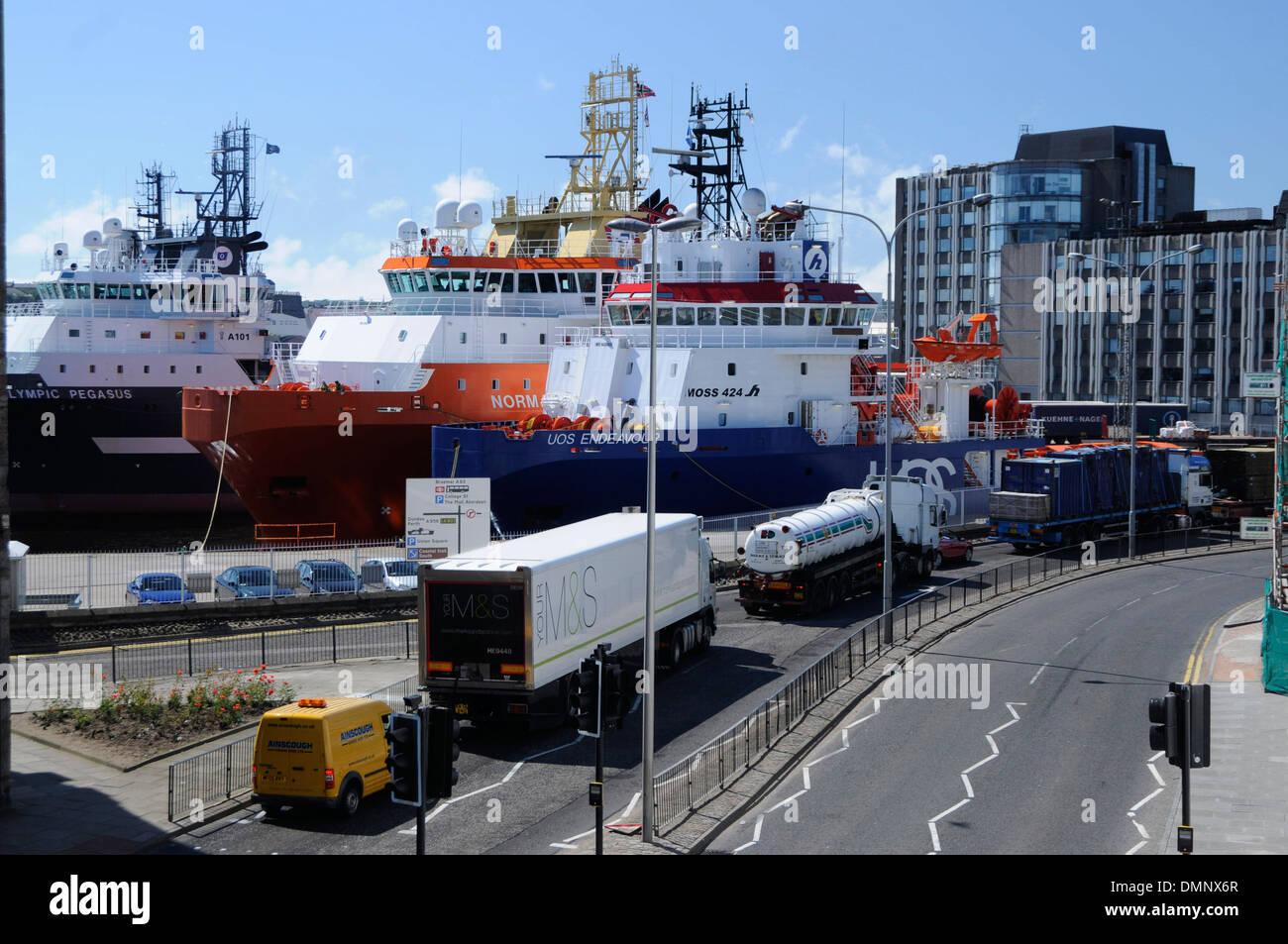 Le port d'Aberdeen à quai de l'industrie de l'huile de transport Photo Stock