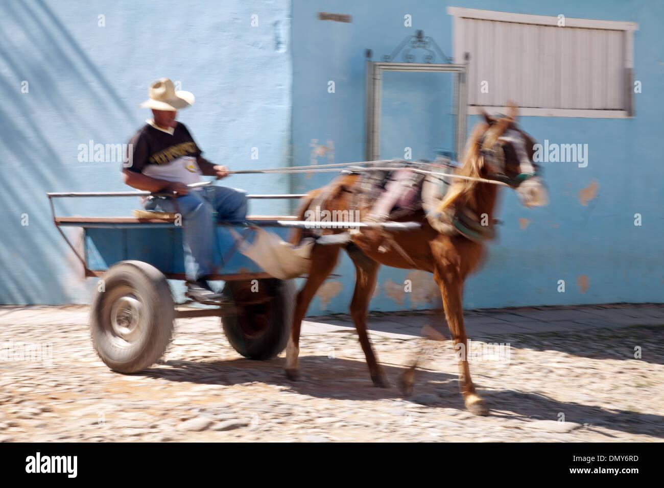 Trinidad, Cuba, cheval et panier transport avec effet de flou, de Cuba, des Caraïbes Photo Stock