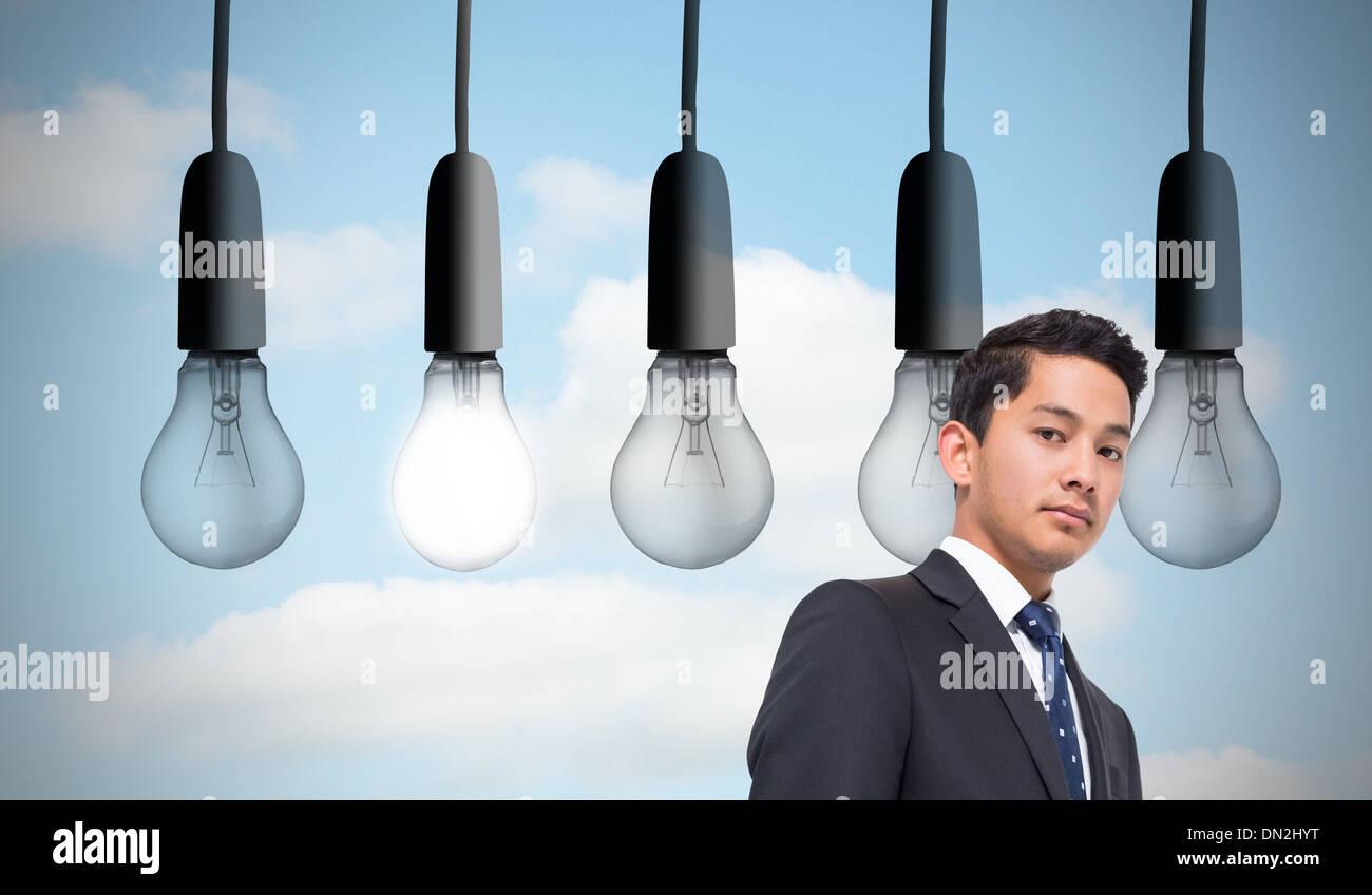 Image composite de cinq ampoules dans la rangée Banque D'Images