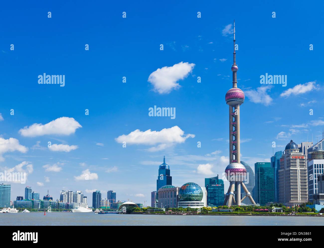 Les toits de Shanghai Pudong avec Oriental Pearl de Chine, République populaire de Chine, l'Asie Photo Stock