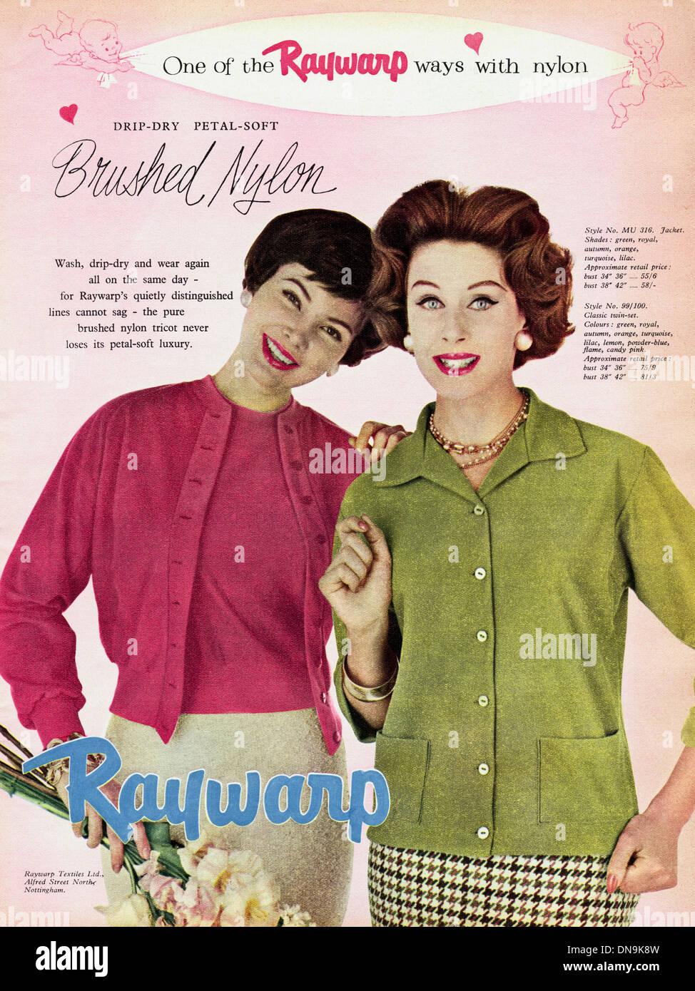 Années 1950, la publicité. Vintage original women's magazine de mode publicité pour RAYWARP mesdames TEXTILE jacket Banque D'Images