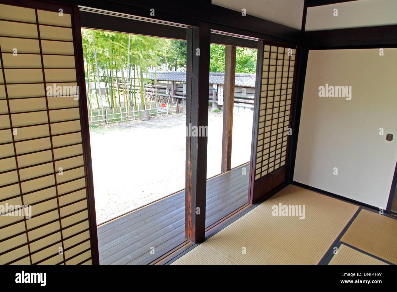 Vieille Porte En Bois Coulissante portes coulissantes shoji d'une vieille maison japonaise
