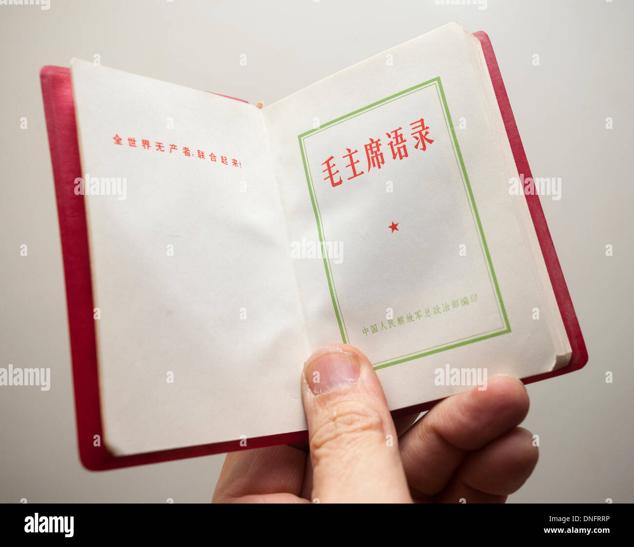 Un Exemplaire De Poche Vintage Le President Mao Zedong S
