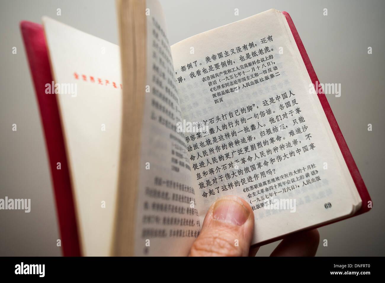Le Petit Livre Rouge Photos Le Petit Livre Rouge Images