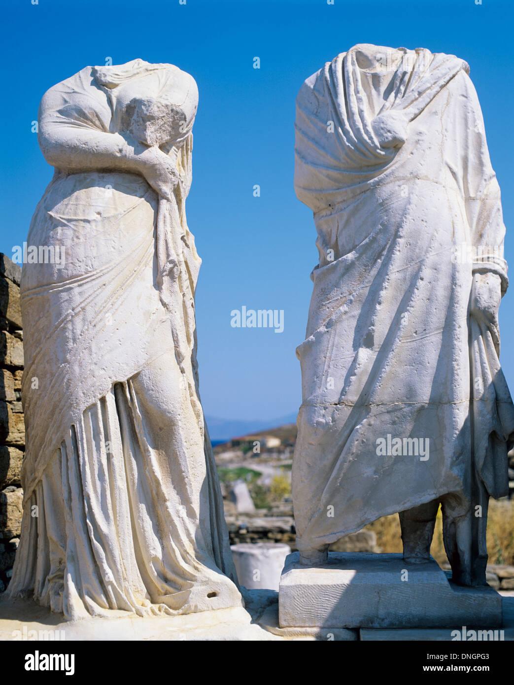 Statues sans tête de Cléopâtre et Dioscurides à la Maison de Cléopâtre, Delos, Grèce Photo Stock