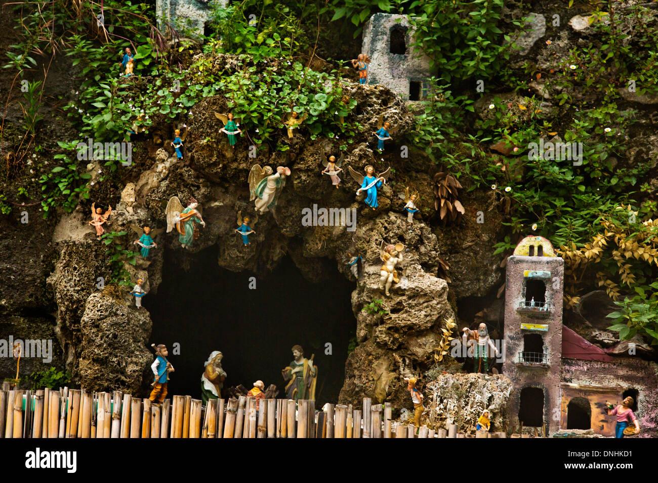 Grotte et maisons miniatures sur les rochers, Amalfi, Province de Salerne, Campanie, Italie Banque D'Images