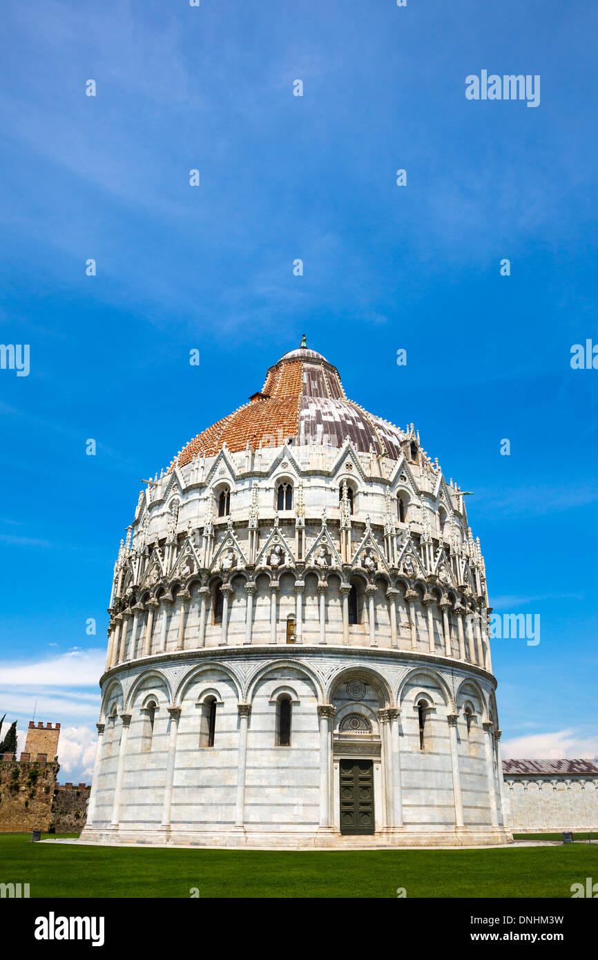 Façade d'un baptistère, Baptistère de Saint-Jean, la Piazza dei Miracoli, Pisa, Toscane, Italie Banque D'Images
