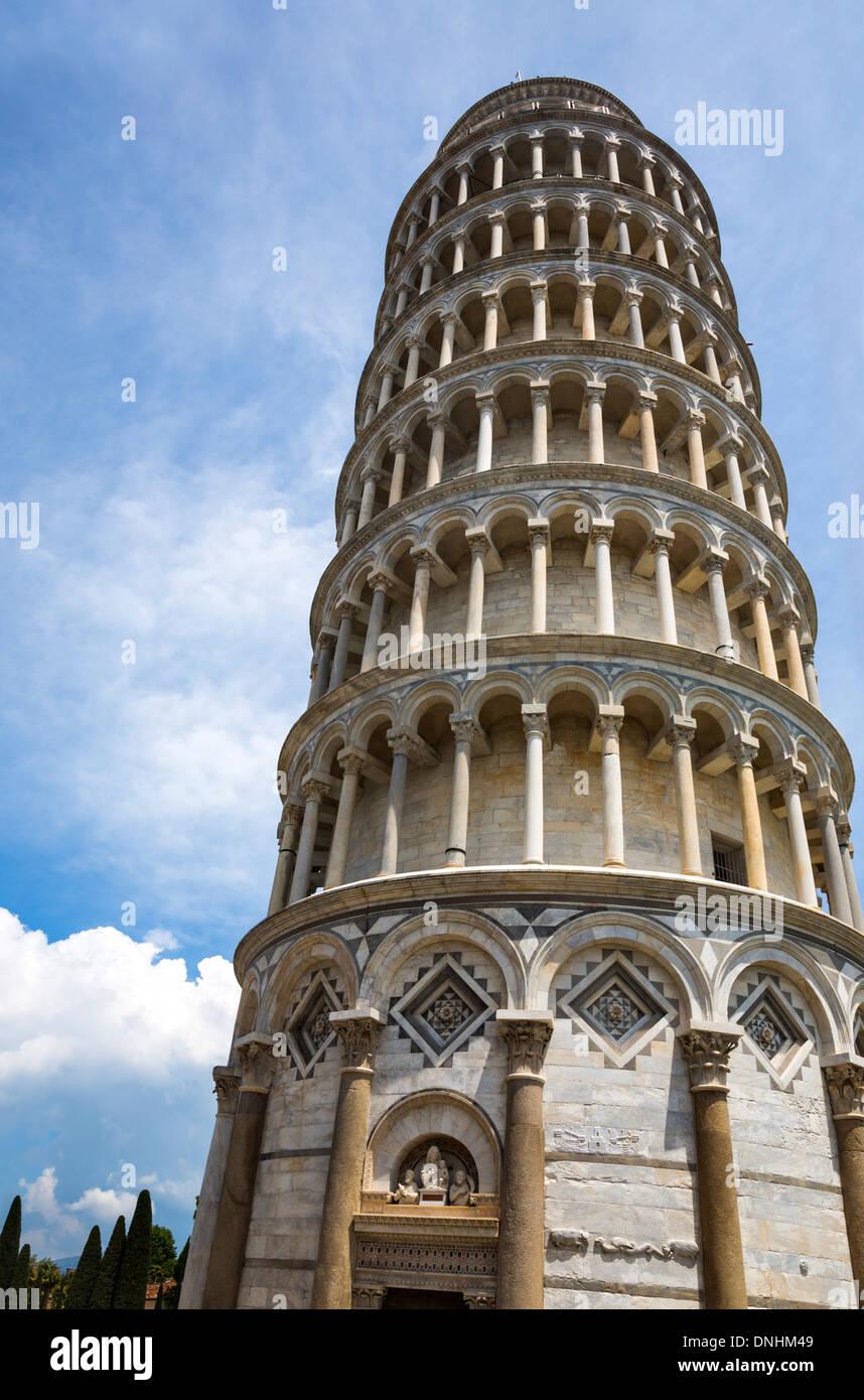 Low angle view of a Tower, Tour de Pise, la Piazza dei Miracoli, Pisa, Toscane, Italie Banque D'Images
