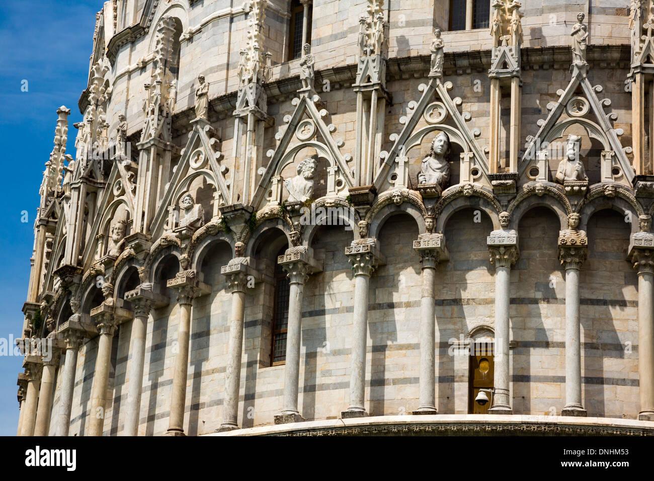 Portrait d'un édifice religieux, le Baptistère de Saint-Jean, la Piazza dei Miracoli, Pisa, Toscane, Italie Banque D'Images
