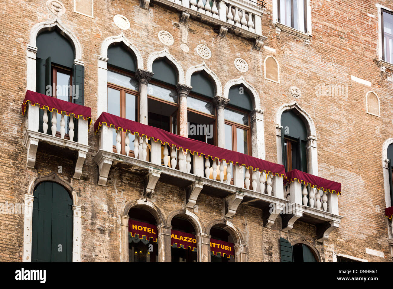 Low angle view of a hotel, Palazzo Vitturi, Campo Santa Maria Formosa, Venise, Vénétie, Italie Banque D'Images