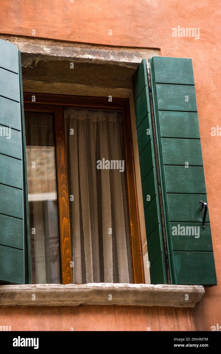 Portrait d'une fenêtre ouverte, Venise, Vénétie, Italie Banque D'Images