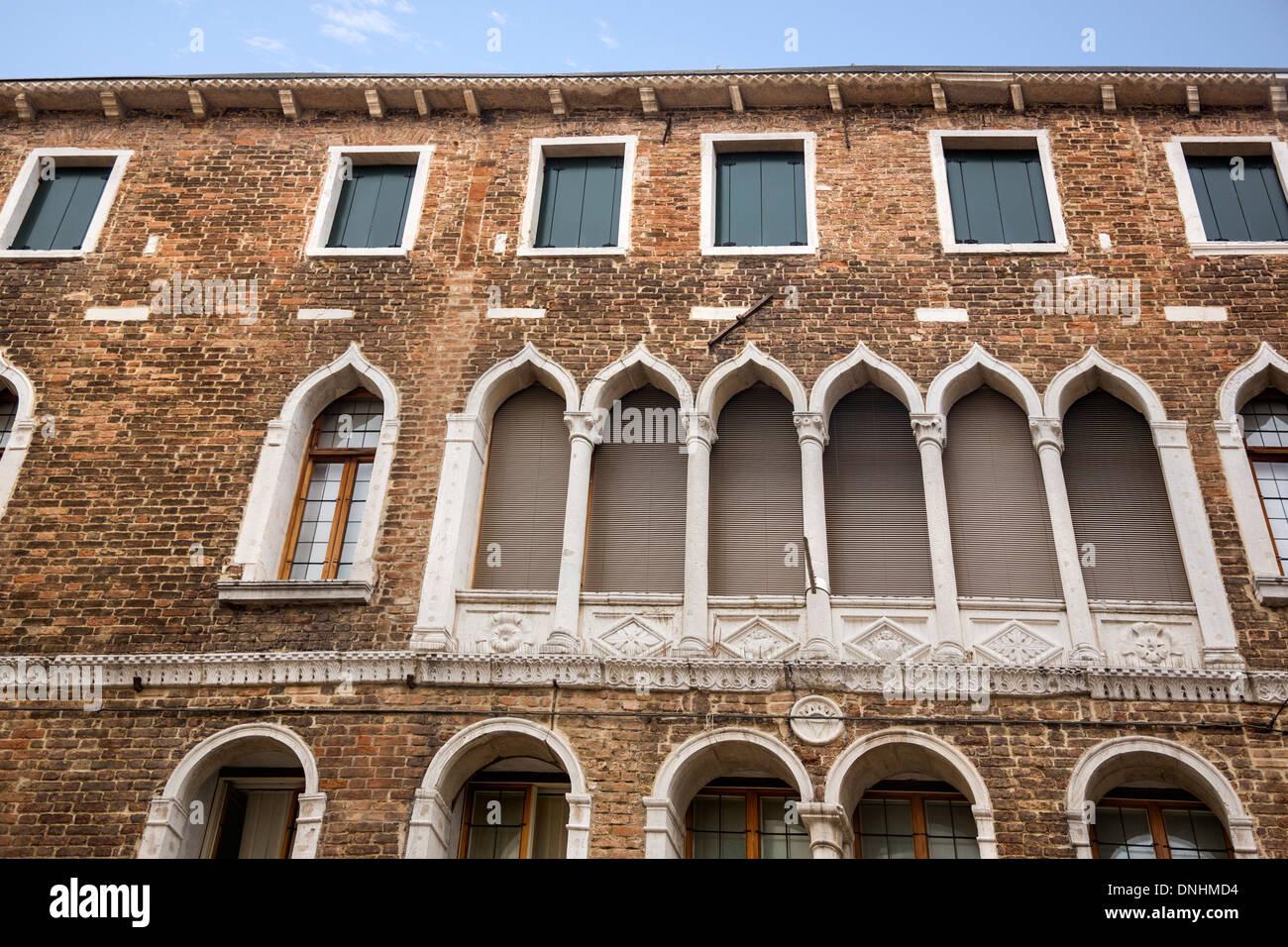 Low angle view of a building, Venise, Vénétie, Italie Banque D'Images