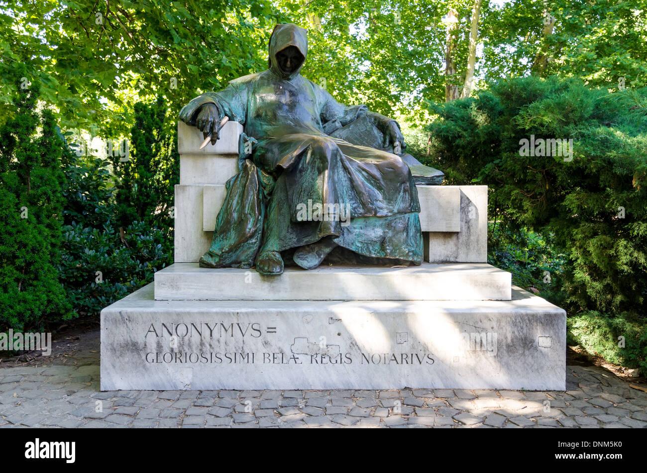 Budapest, Hongrie. Statue de Anonymous construit par Miklos Ligeti. La figure a été chroniqueur au Roi Bela en 12e siècle Photo Stock