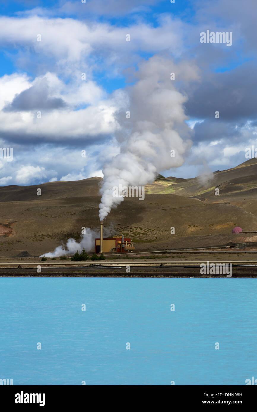 L'étang bleu et Bjarnarflag centrale géothermique près de Namafjall dans la région de Myvatn Islande Reykjahlid Photo Stock