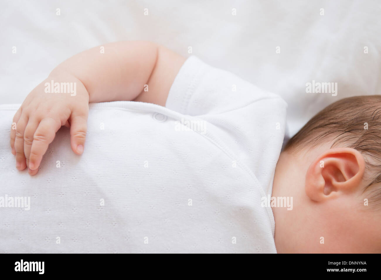 Baby Girl (2-5 mois) Lying in Bed Photo Stock