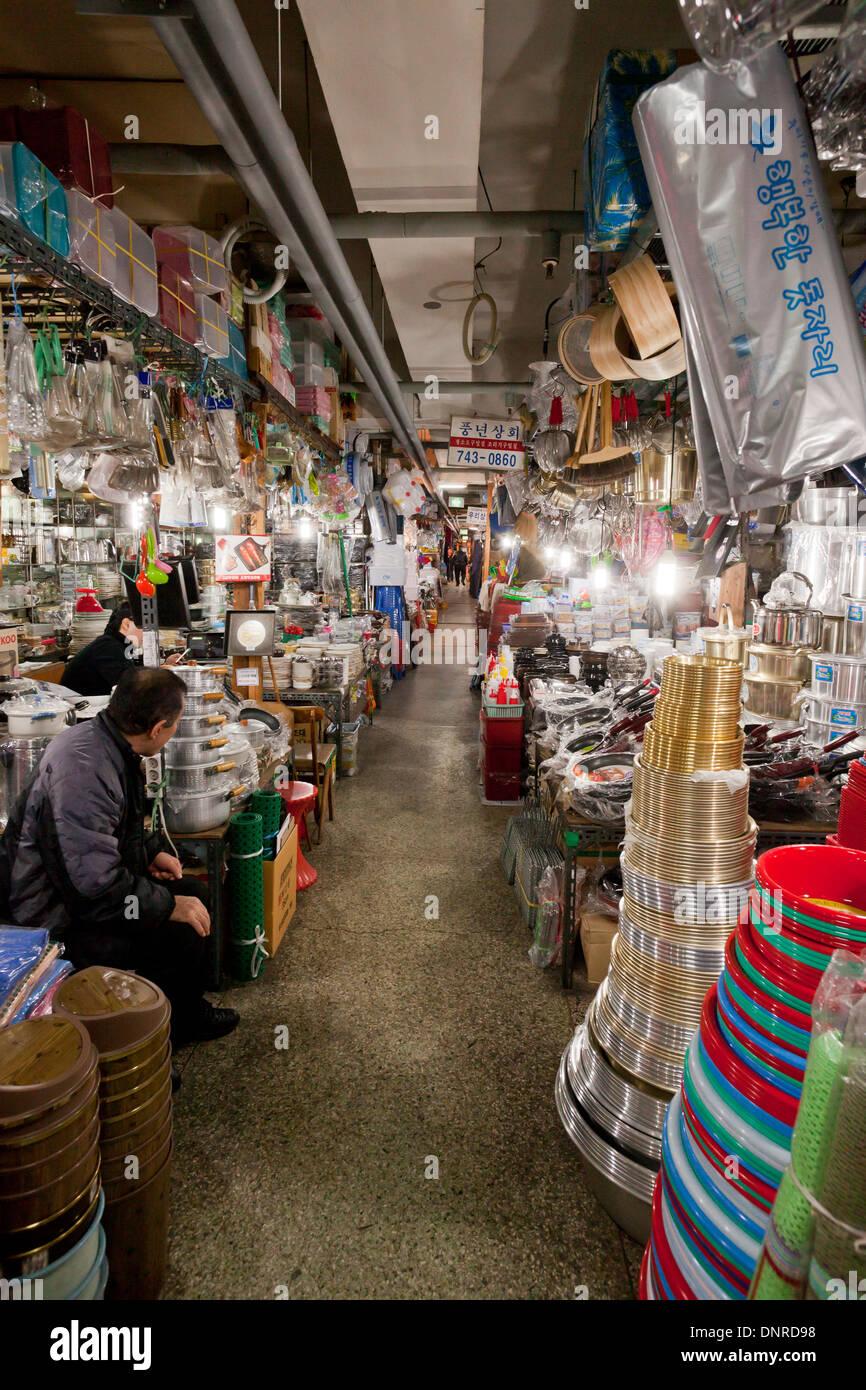 Magasins de cuisine à piscine shijang (marché traditionnel) - Séoul, Corée du Sud Photo Stock