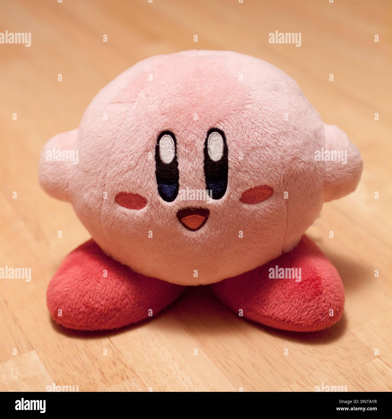 Une peluche Kirby. Kirby (カービ) est un personnage de la série de jeu vidéo Kirby par Nintendo et HAL Laboratory. Photo Stock