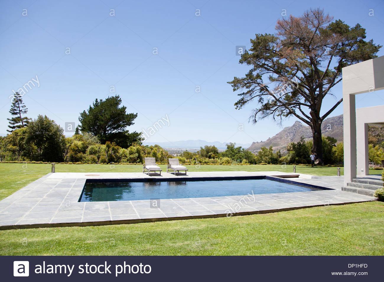 Maison moderne avec piscine Photo Stock