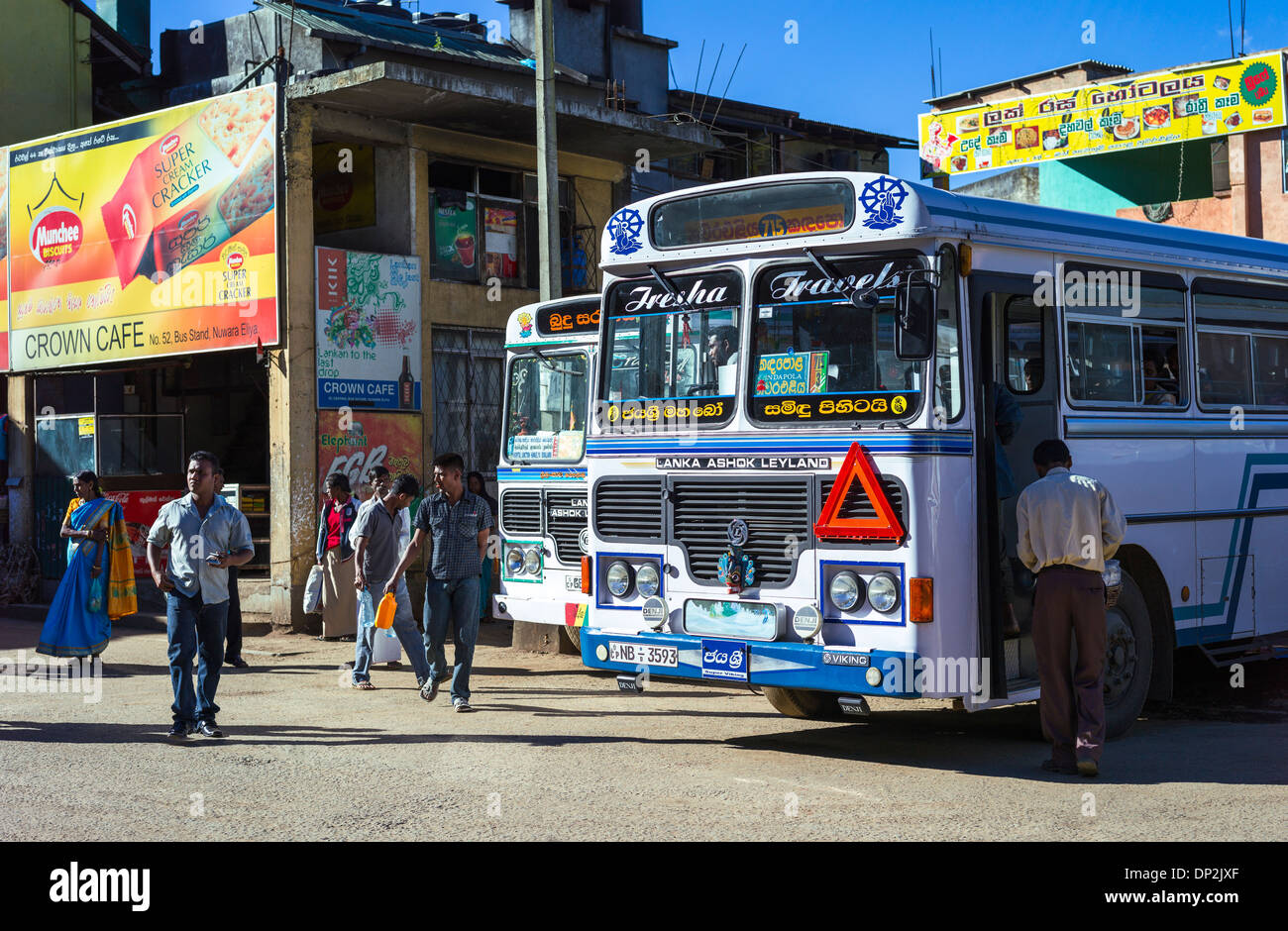 Asie Sri Lanka, Nuwara Eliya, la population locale à la station de bus Photo Stock