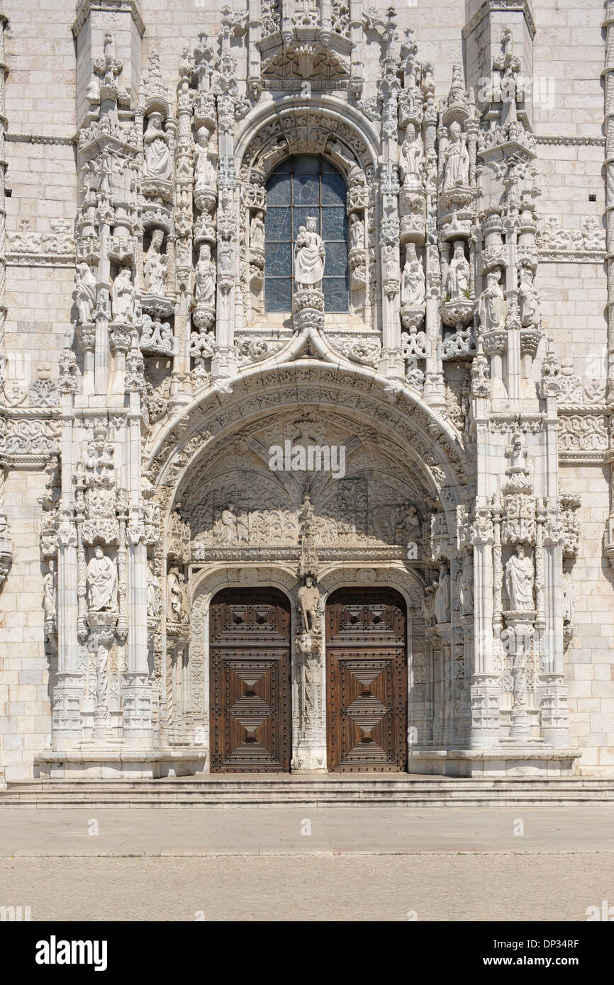 Porte au Monastère des Hiéronymites, UNESCO World Heritage Site, Belém, Lisbonne, Portugal Banque D'Images