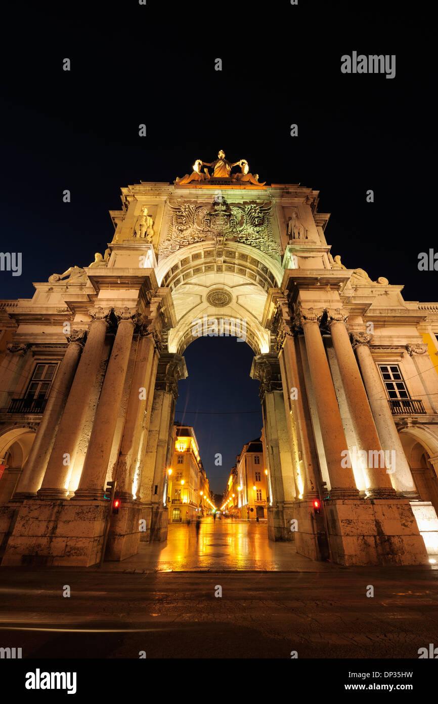 Arco da Rua Augusta à Praca do Comercio éclairés la nuit, la Baixa, Lisbonne, Portugal Banque D'Images