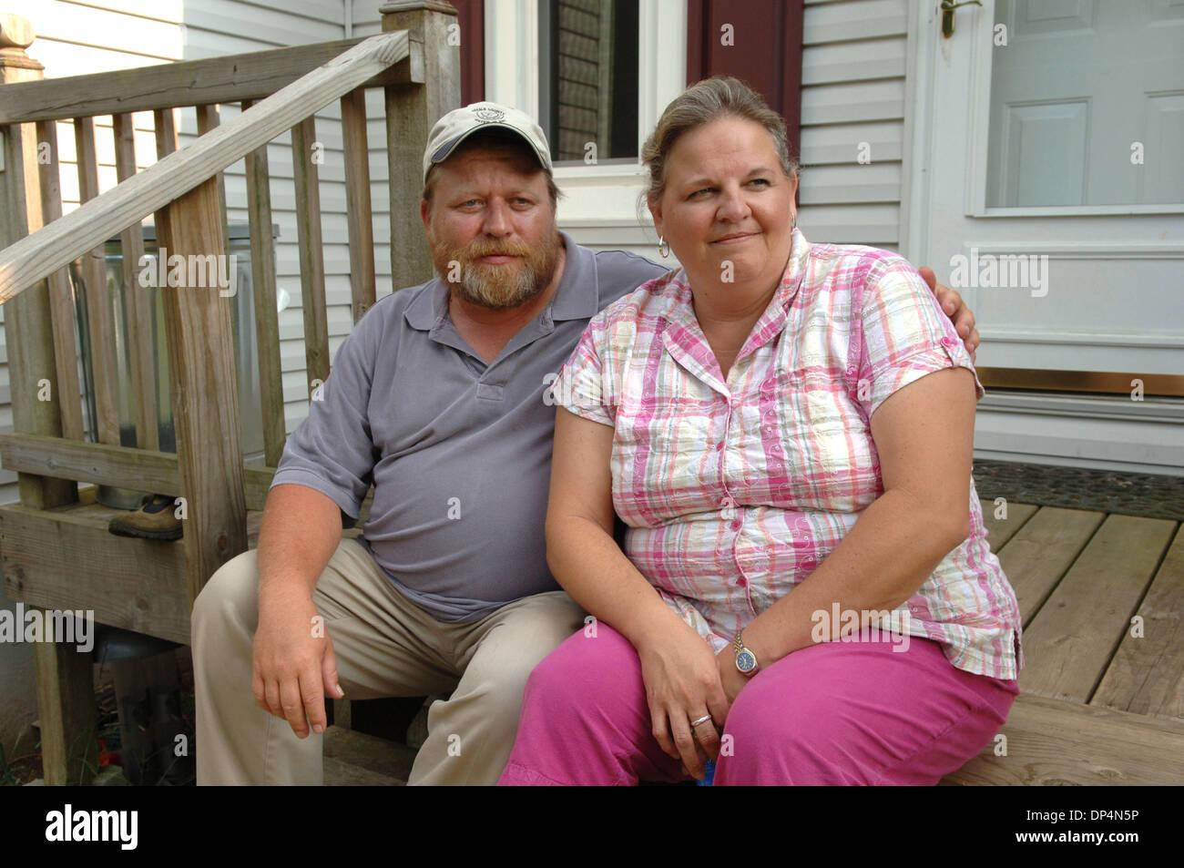Aug 17, 2006; Atlanta, GA, USA; Scott et sa femme DANA SHEPLER de Woodstock, GA qui étaient amis avec John Karr, rappeler son penchant pour les très jeunes filles. Dana a rappelé fois 20 ans plus tôt lorsqu'elle, comme une jeune adolescente, a vu les filles à molester John parties après avoir fumé de la marijuana et souffla l'oxyde nitreux. Crédit obligatoire: Photo de Robin Nelson/ZUMA Press. (©) Copyright 2 Photo Stock