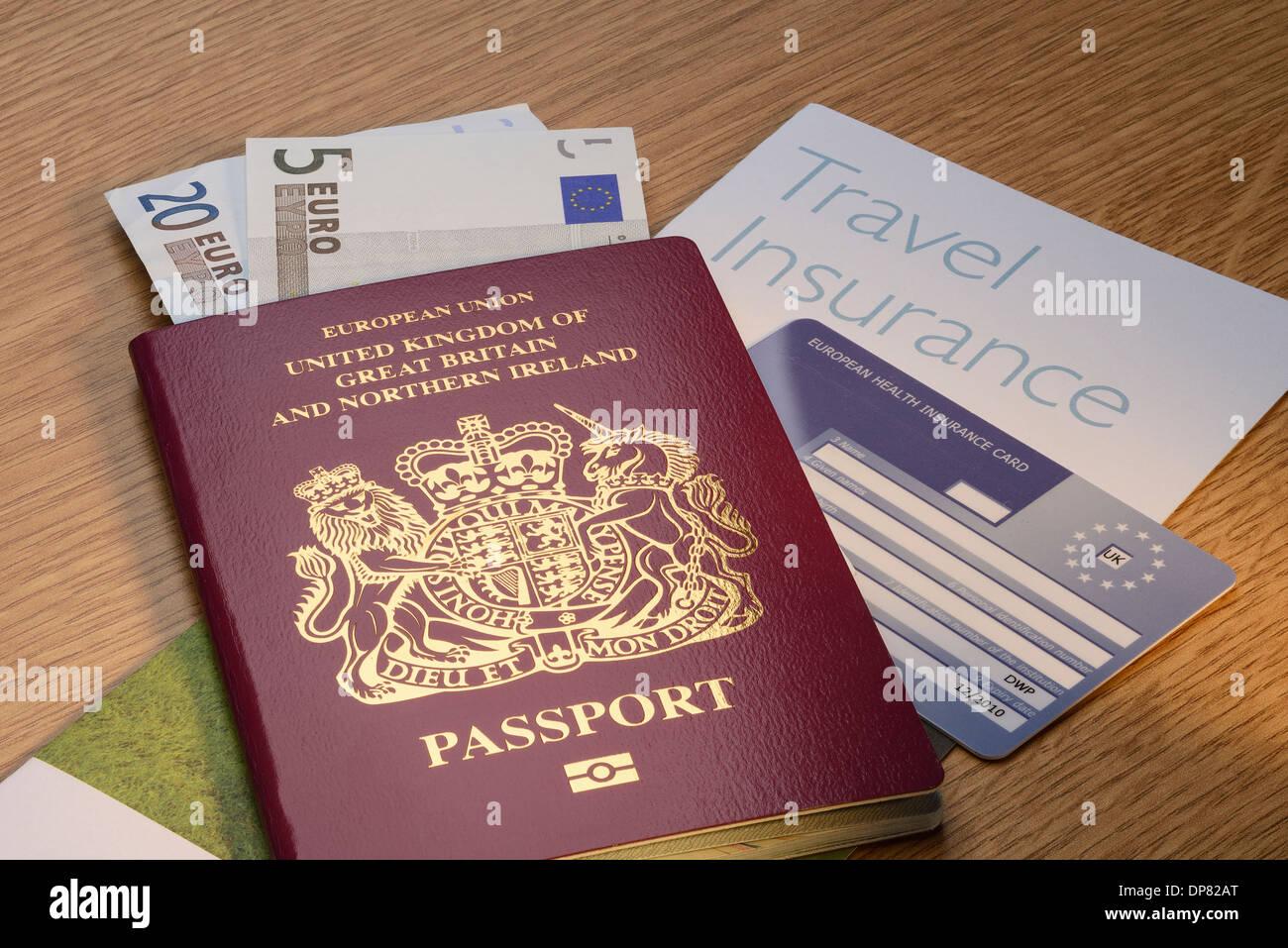 uk passeport britannique avec l 39 argent de l 39 euro et de l 39 assurance voyage et d 39 une carte d. Black Bedroom Furniture Sets. Home Design Ideas