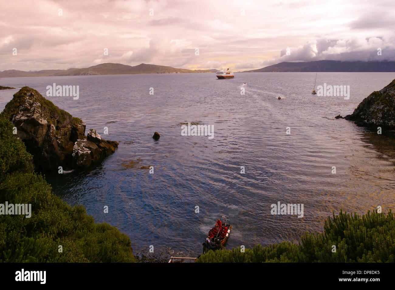 MS Nordnorge passagers faire un appel sur la rive arrière Cabo de Hornos (Cap Horn), point le plus au sud de l'Amérique du Sud, Chili Banque D'Images