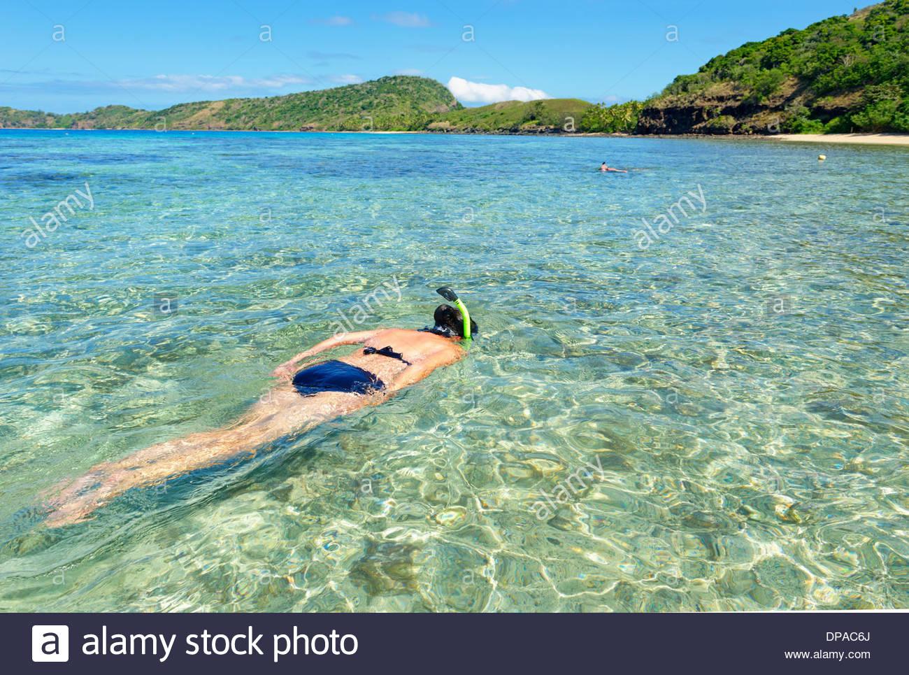 Femme en apnée, Yasawa island group, Fiji, South Pacific Islands Photo Stock