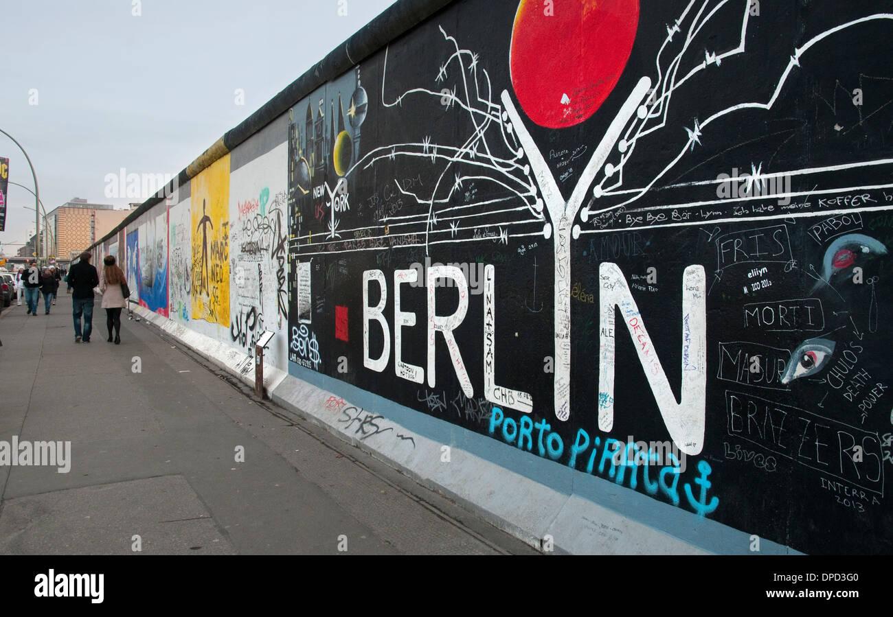 Une section du mur de Berlin est maintenant la East Side Gallery à Berlin, Allemagne Photo Stock