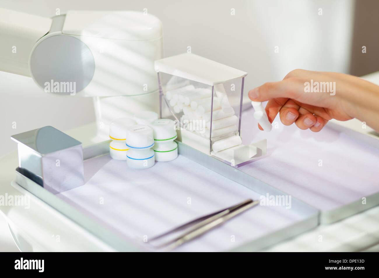 La sélection de l'équipement dentaire dentiste, Close up Photo Stock