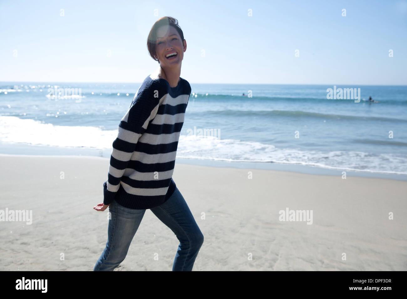 Young woman wearing haut rayé, Newport Beach, California, USA Photo Stock