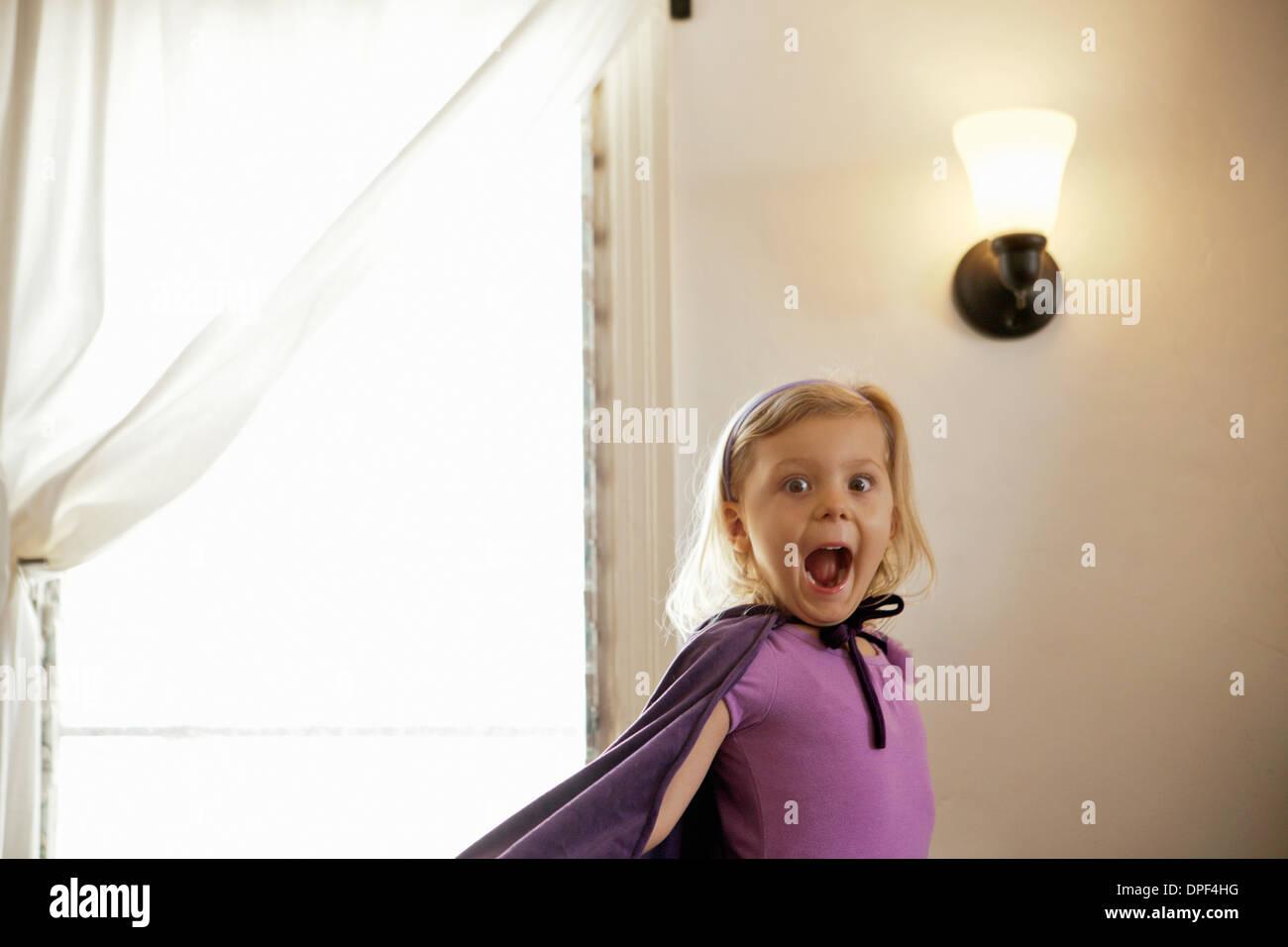 Portrait de jeune fille tirant un visage Photo Stock