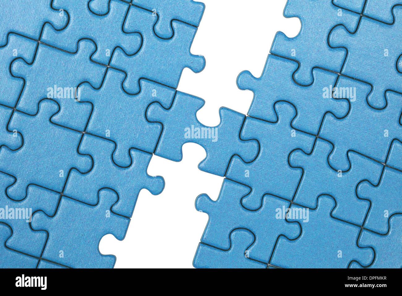 Image symbolique montrant la liaison entre deux pièces à l'aide d'un puzzle Photo Stock