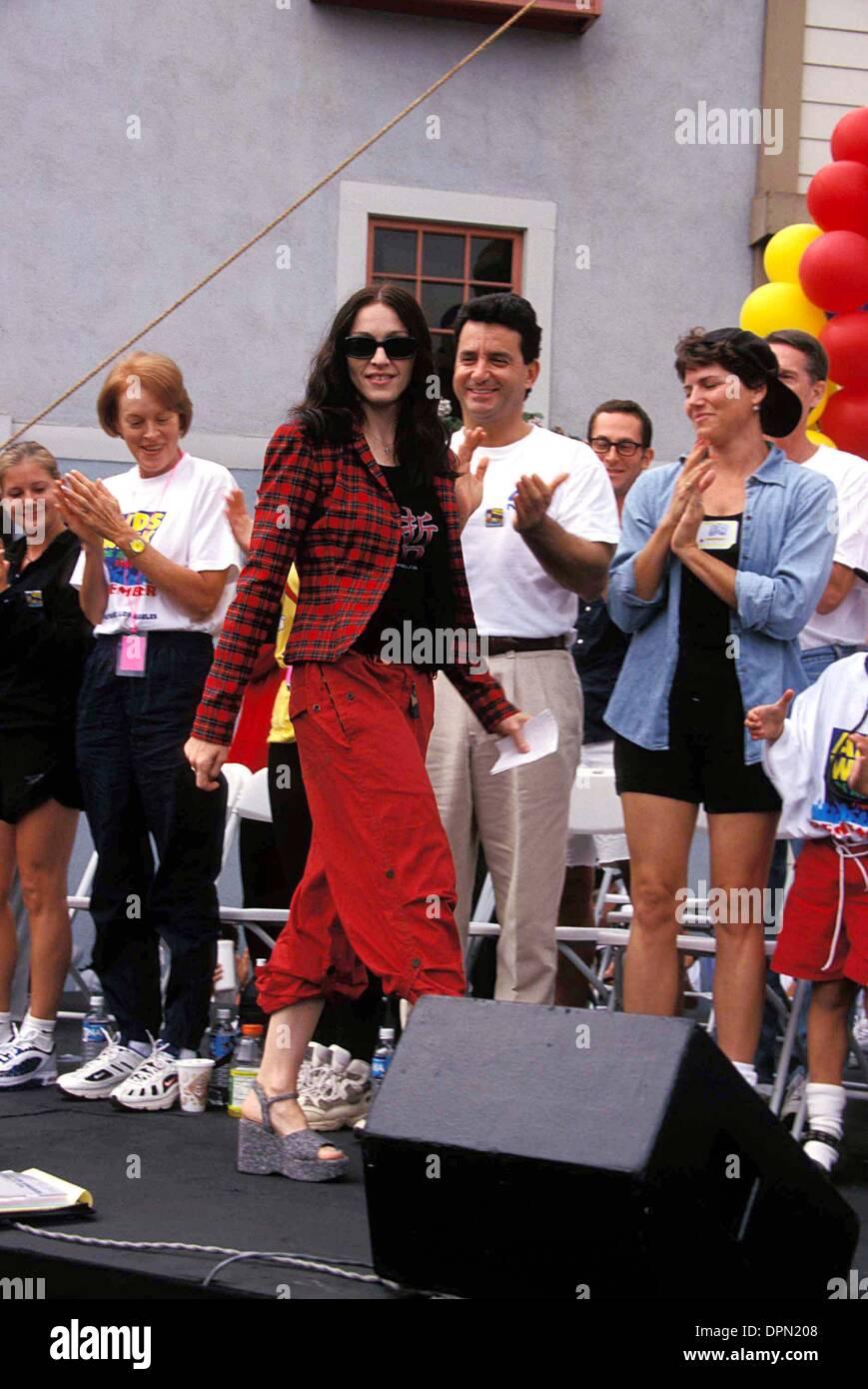 15 mai 2006 - MADONNA À A.P.L.A. Sida À PIED À HOLLYWOOD , Californie 09-27-1998.K13455LR. LISA ROSE-(Image Crédit: © Globe Photos/ZUMAPRESS.com) Photo Stock