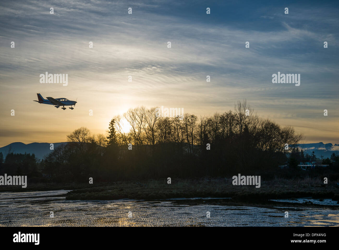 Petit avion à l'atterrissage, Courtenay, Colombie-Britannique, Canada Photo Stock