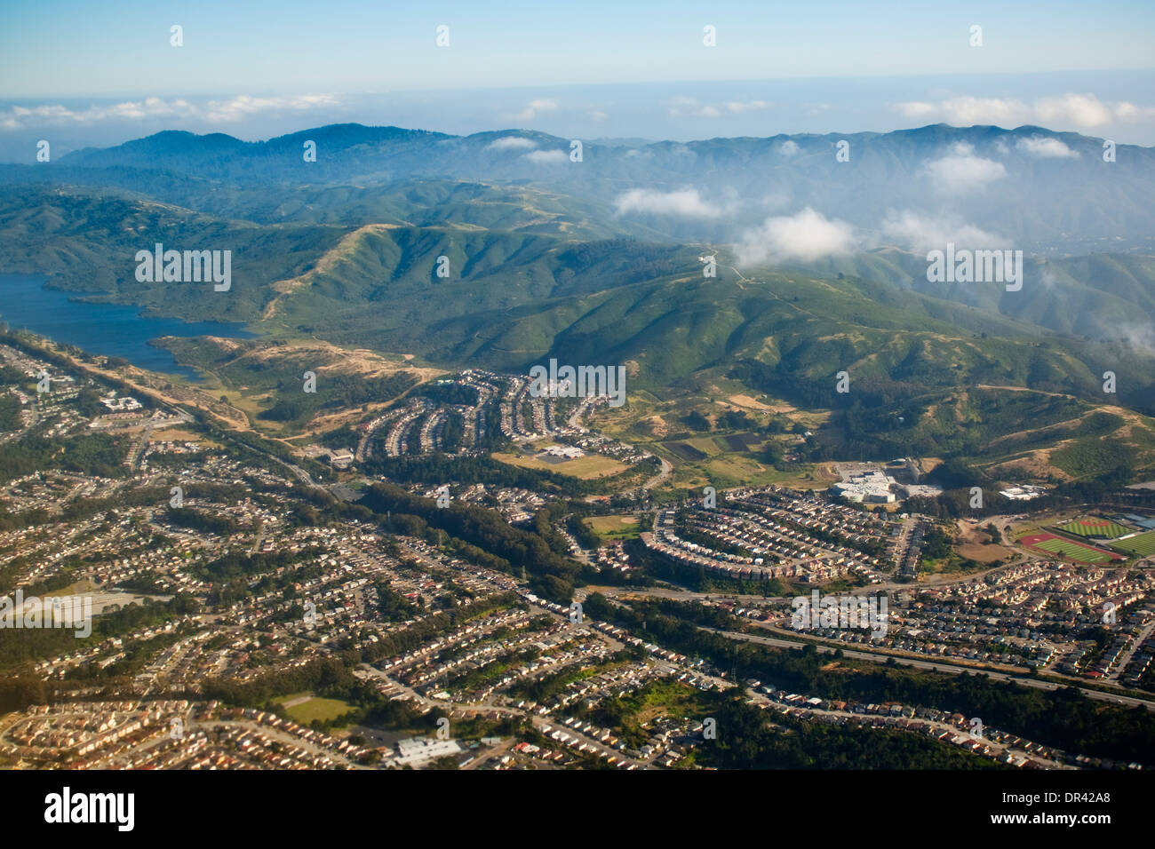 Plus d'antenne de la péninsule de San Francisco et le tremblement de terre de San Andreas problème, près de Daly City, Californie Photo Stock