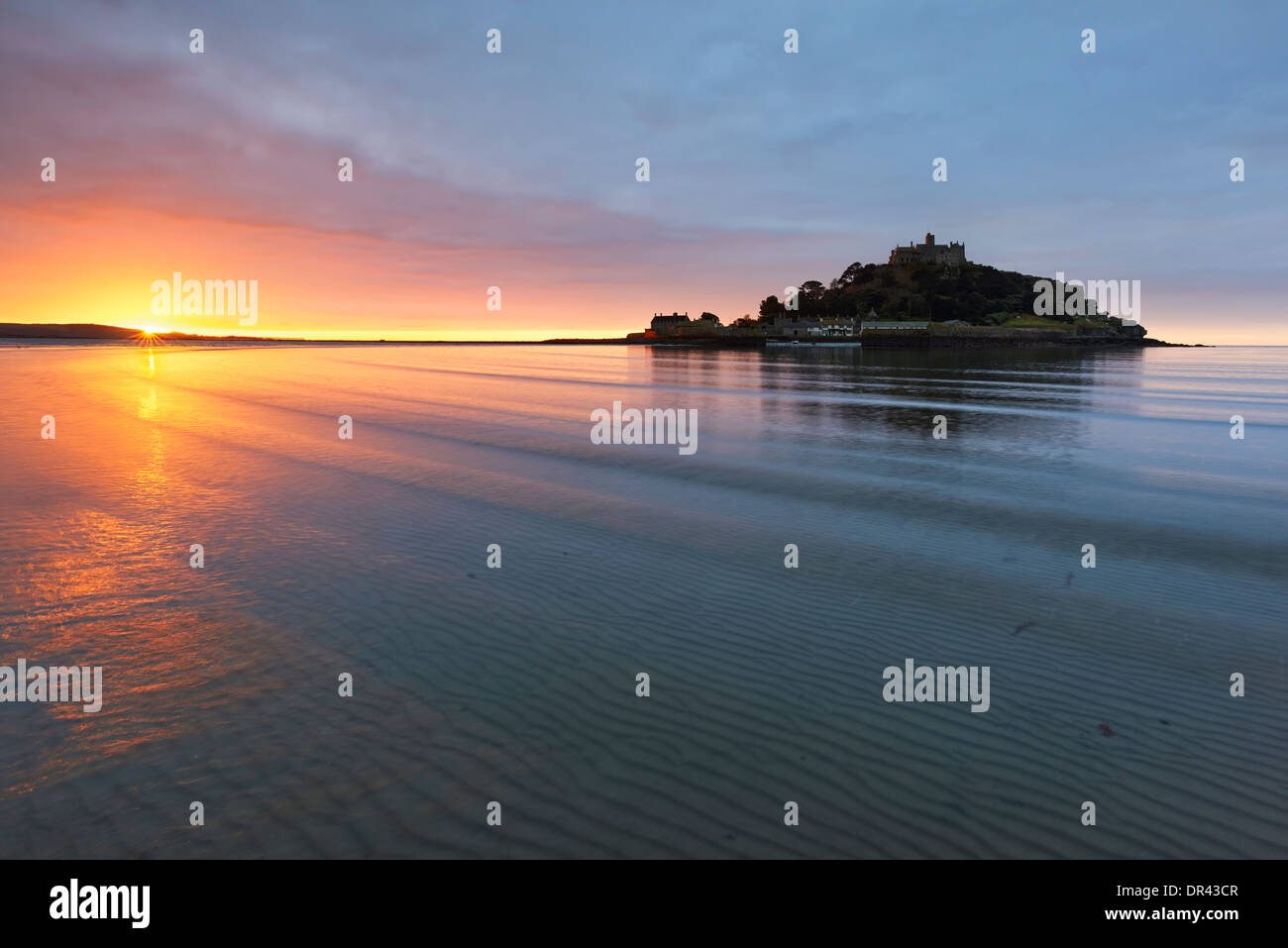 Aube sur Mounts Bay et St Michael's Mount Photo Stock