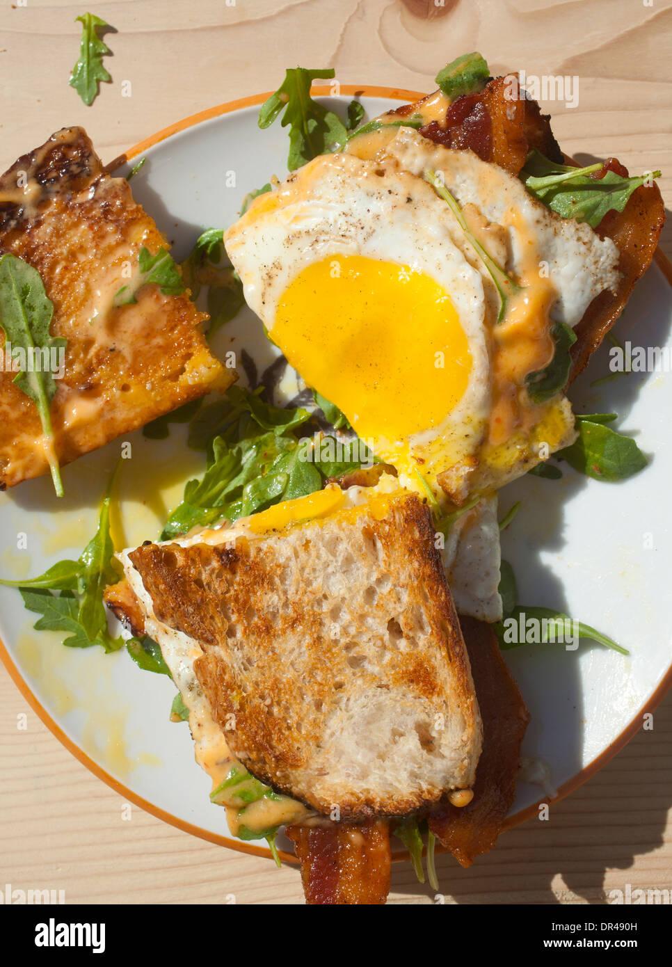 Petit déjeuner d'oeufs sandwich Photo Stock