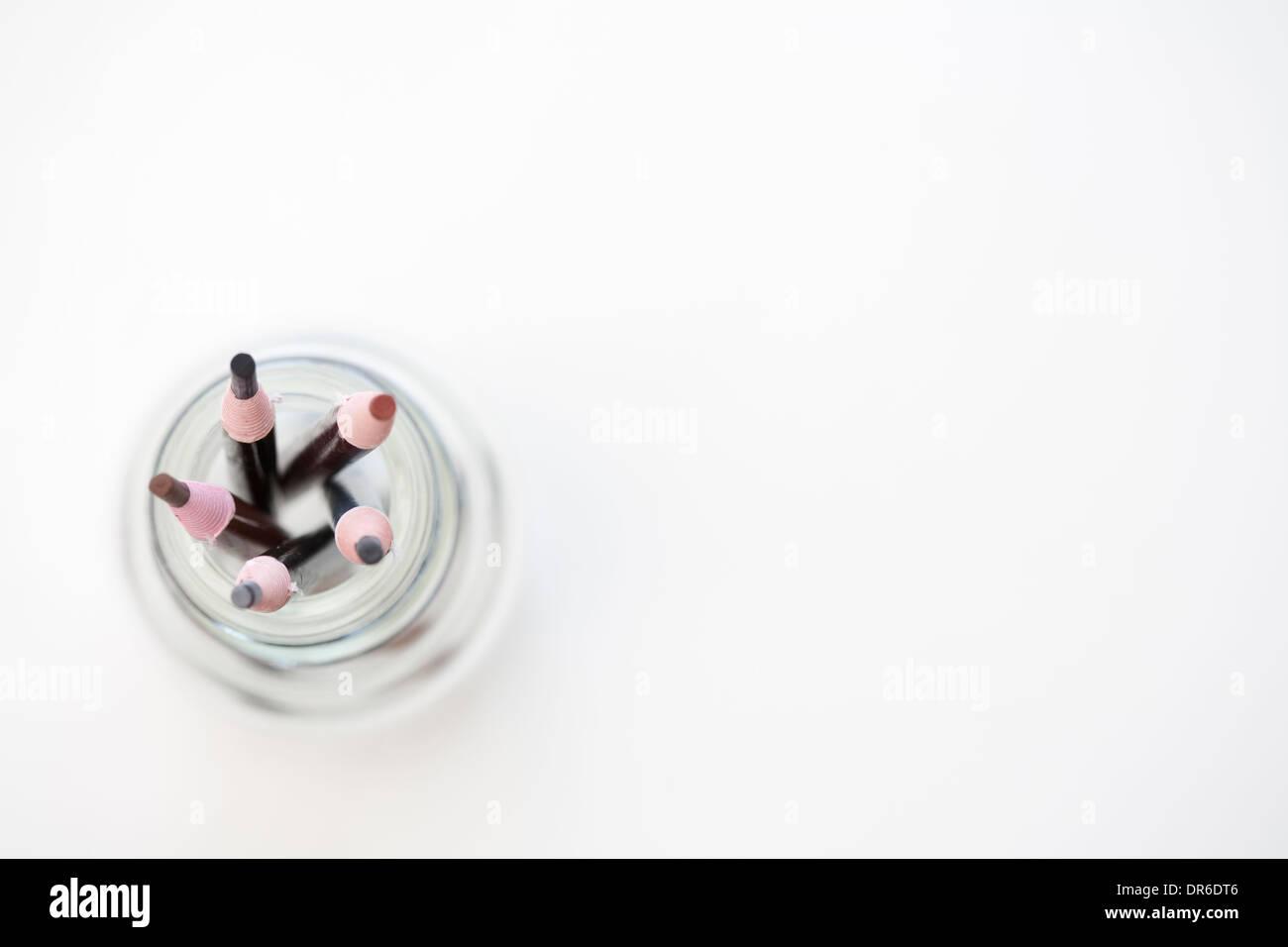 Crayons de couleur dans une bouteille Photo Stock