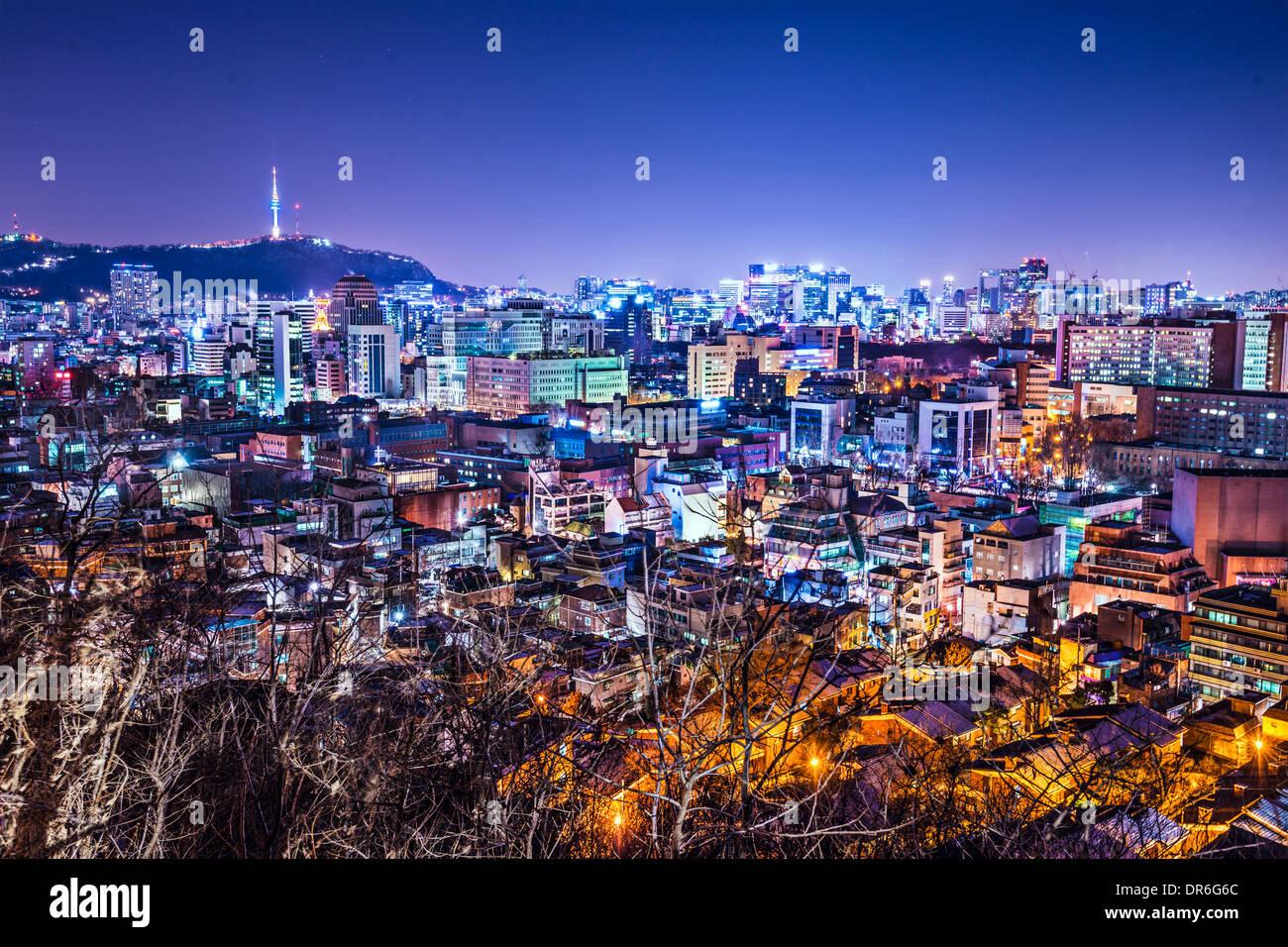 Séoul, Corée du Sud et la montagne Namsan skyline avec Tour de Séoul. Photo Stock