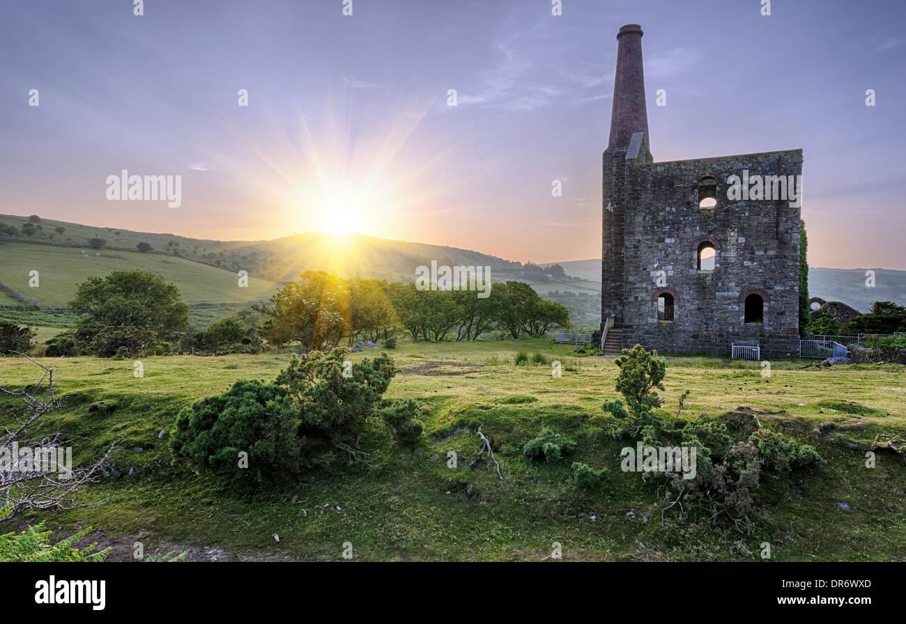 Une mine d'étain en ruine historique à vos larbins sur Bodmin Moor en Cornouailles Photo Stock