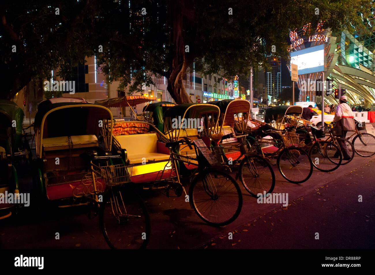 Une ligne de vélos-pousse, Macao, Chine Photo Stock