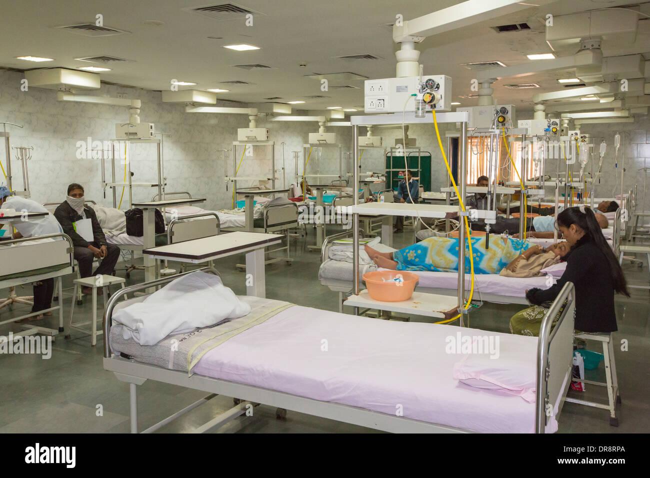 Les patients recevant une chimiothérapie à l'hôpital du cancer à la spécialiste muni Seva Ashram à Goraj, près de Banque D'Images