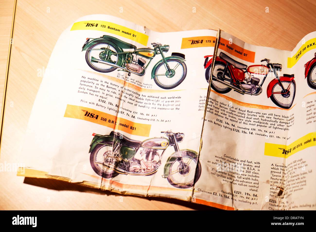 1960 brochure pour vélos motos BSA Prix de vente & bantam originale vhr 350 Modèle B31 & Bantam Super D7 Photo Stock